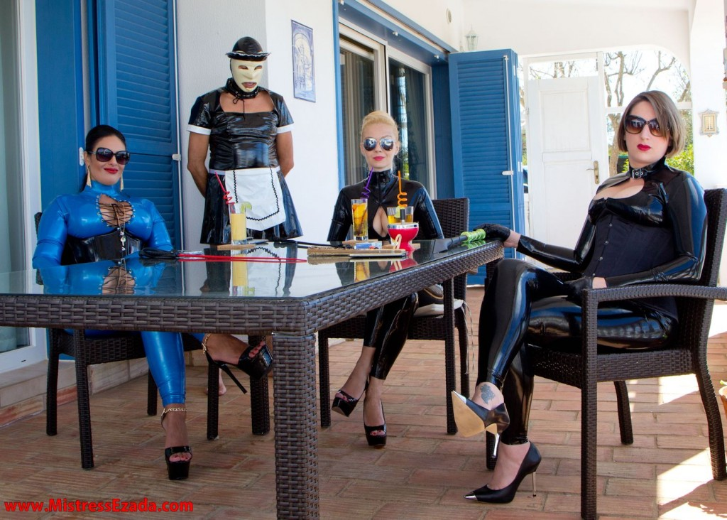 Mistress Ezada Sinn, her Friends and housekeeping slave